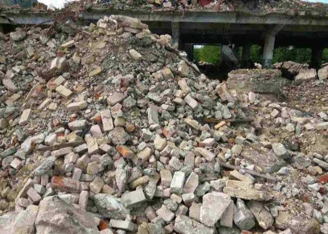 Отдам даром: Отдам строительный мусор