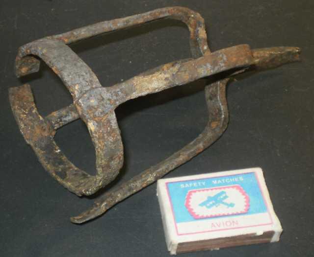 Продам Старинный кованый подфакельник