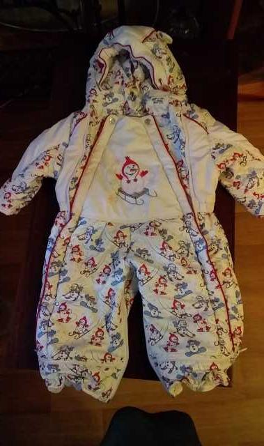 Продам: Зимний комбинезон на девочку 80 размер