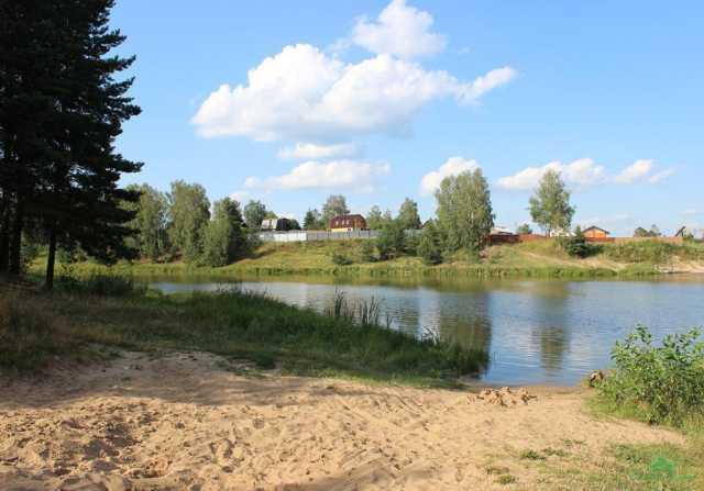 Продам: Земельный участок в деревне у реки