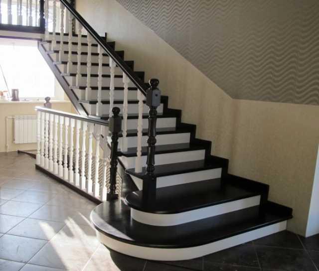 Продам лестницы деревянные производство, монтаж