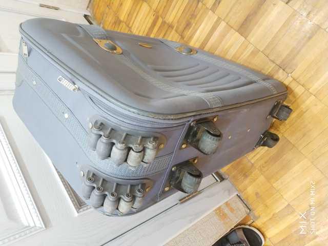 Продам Крупный большой серый чемодан 12 колёс