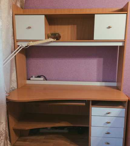 Продам Рабочий стол в комплекте со шкафом