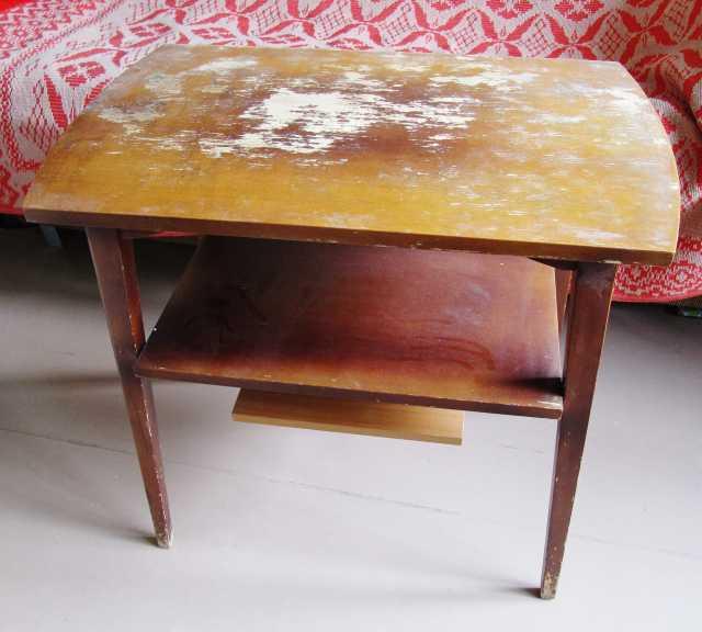 Продам столик. массив
