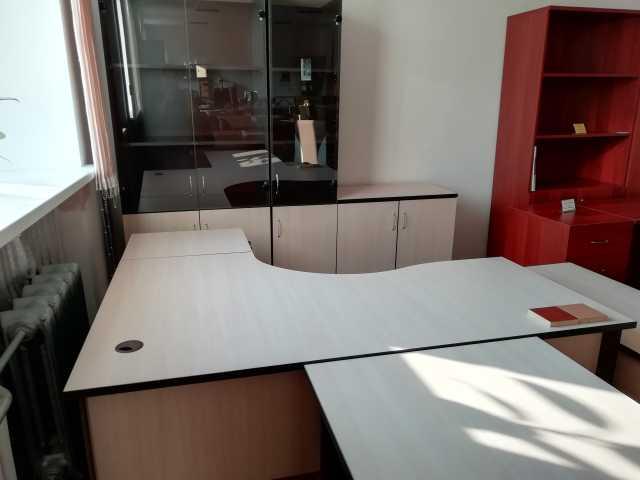 Продам: Офисная мебель венге/дуб