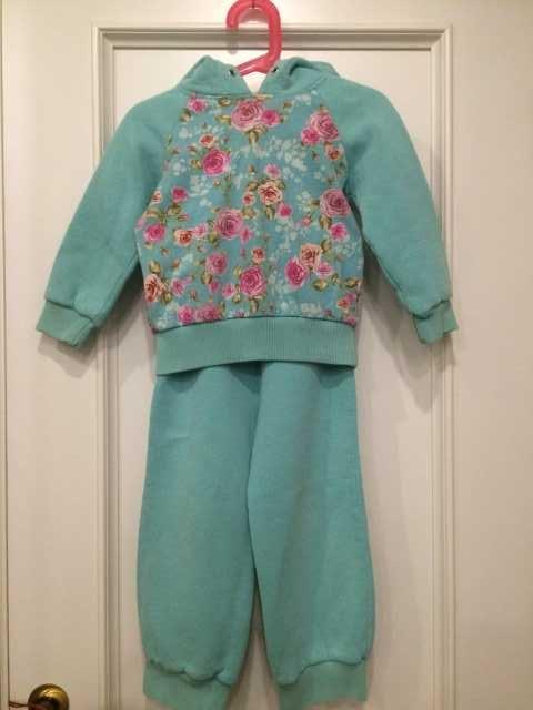 Продам костюм для девочки 3-4 лет