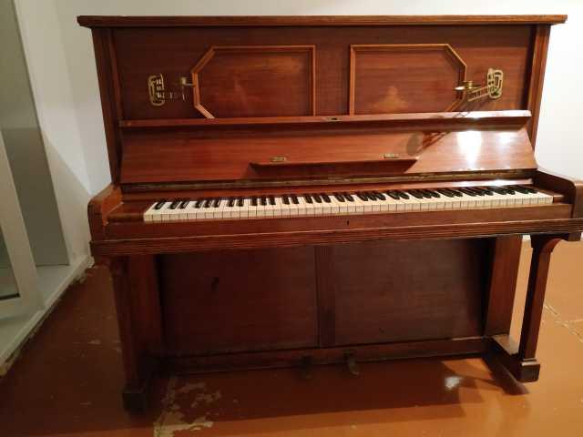 Отдам даром: Пианино J. Grosspietsch Hoflieferant Bre