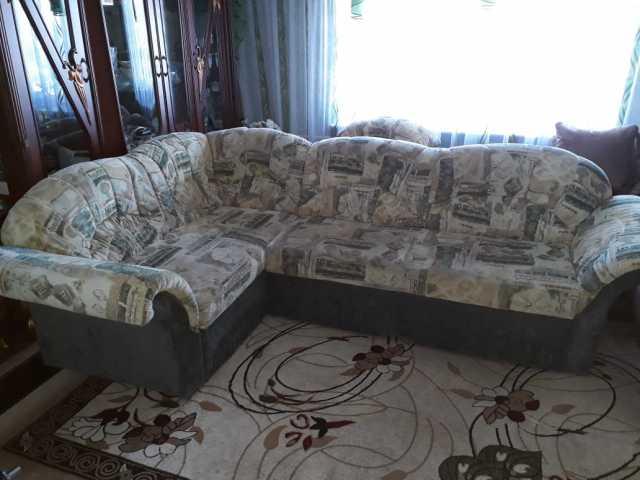 Продам: диван угловой и кресло