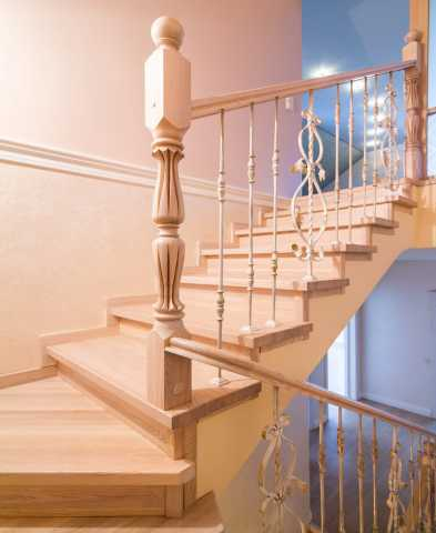 Продам Деревянные лестницы на заказ