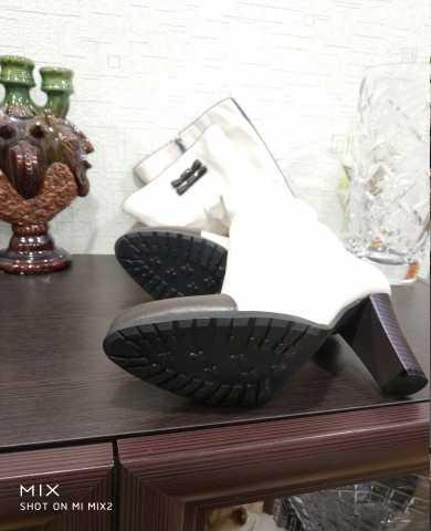 Продам: Новые женские белые сапоги стелька 25см
