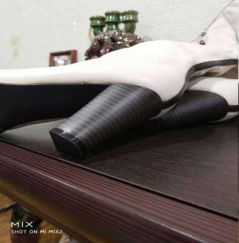 Продам: Новые женские белые сапоги стелька 25 см