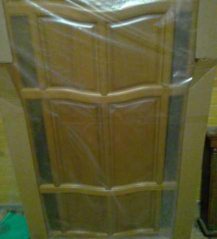 Продам: Межкомнатная дверь (массив) с коробкой