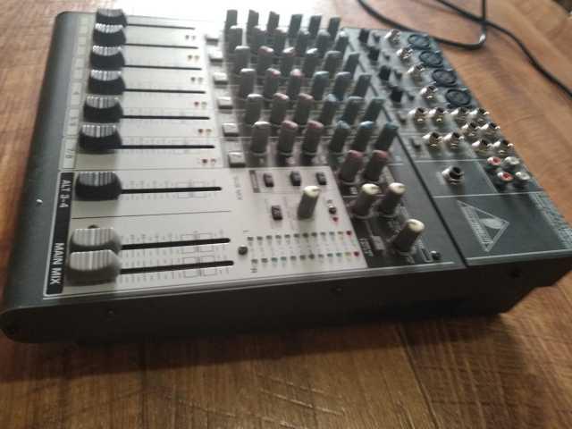 Продам микшерный пульт BEHRINGER XENYX 1204