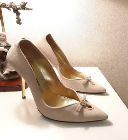 Продам Бежевые туфли Gerardina di Maggio