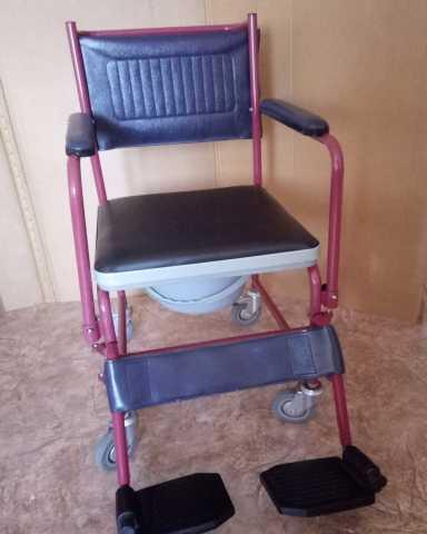 Продам Кресло-каталка с санитарным оснащением