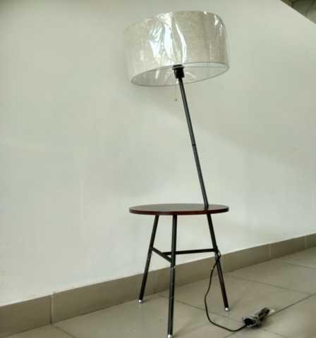 Продам: Торшер со столиком