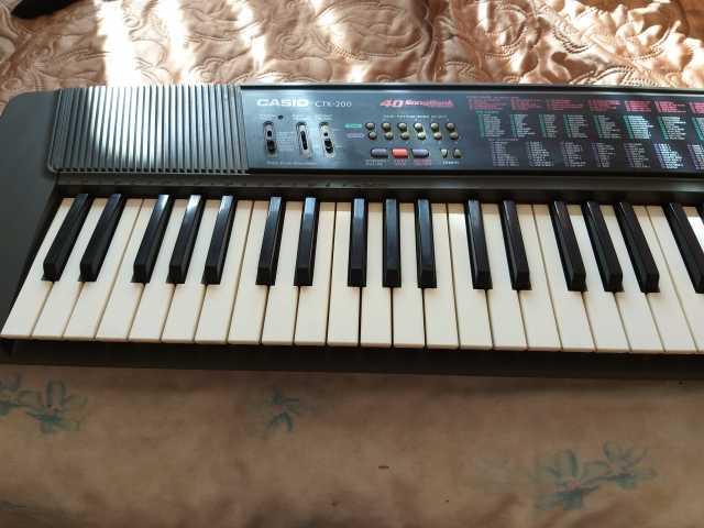 Продам: синтезатор