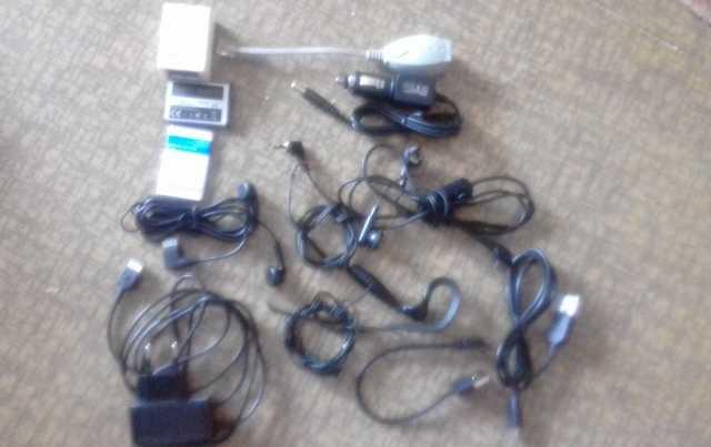 Продам Адаптер для зарядки, наушники SAMSUNG и