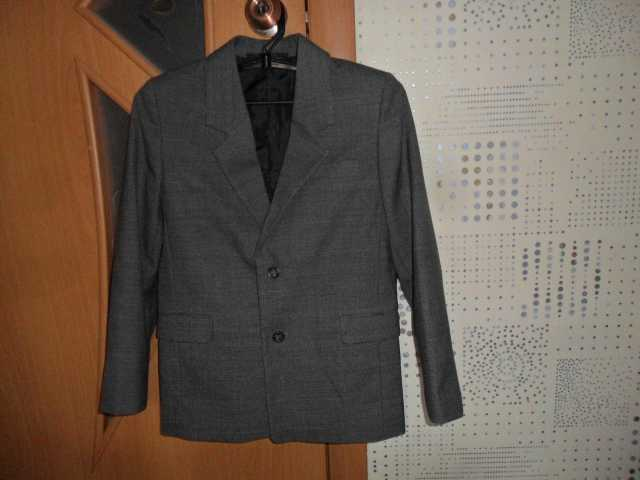 Продам: Пиджак на мальчика р 36