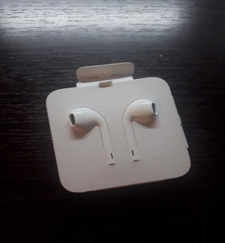 Продам: Apple EarPods с разъемом Lightning