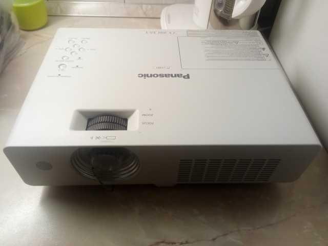 Продам Проектор Panasonic PT-LX22 б.у в Томске