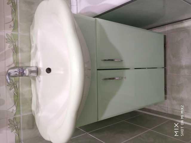 Продам Раковина + тумба + зеркало *бартер*