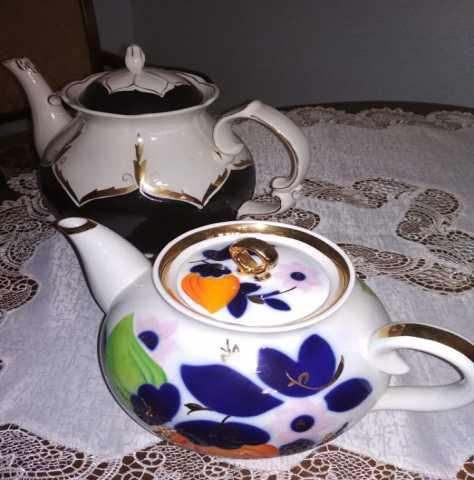 Продам фаянсовые чайники
