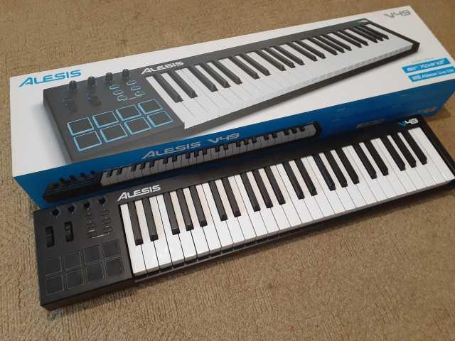 Продам MIDI Клавиатура Alesis V49