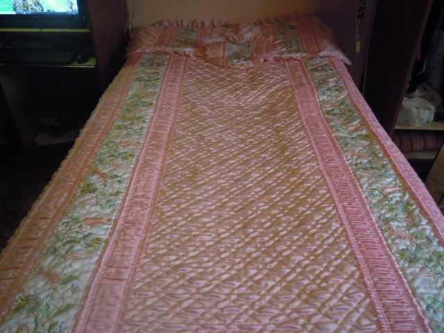 Продам очень красивое покрывало на кровать