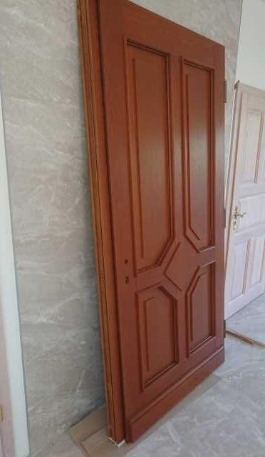 Продам Продается входная уличная дверь