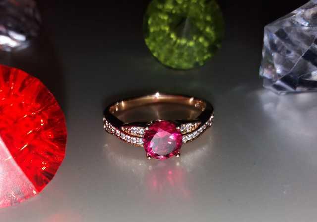 Продам: Кольцо Малиновый кристалл ХР Позолота 18