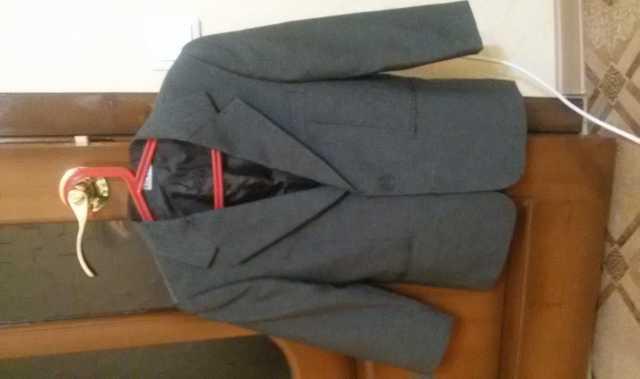 Продам: Пиджак для мальчика 7-9 лет