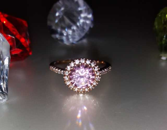 Продам Кольцо Розовый кристалл ХР Позолота 18 К