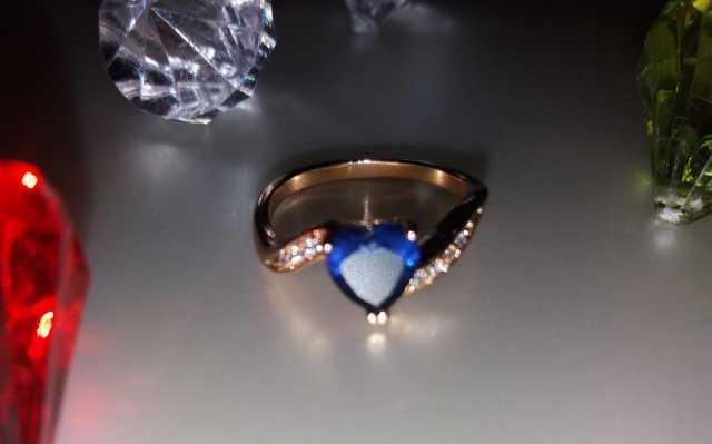 Продам: Кольцо Кристал- сердечко ХР Позолота 18К