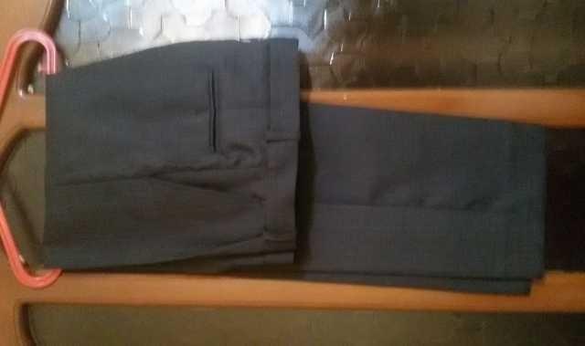 Продам: Строгие брюки для мальчика