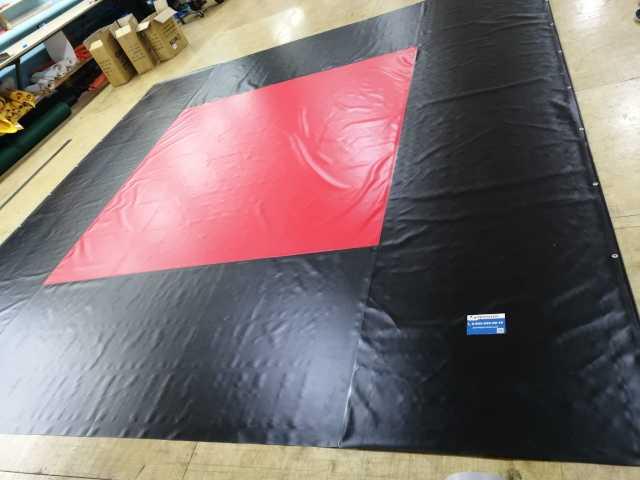 Продам: Покрышка красно-черного цвета для ринга