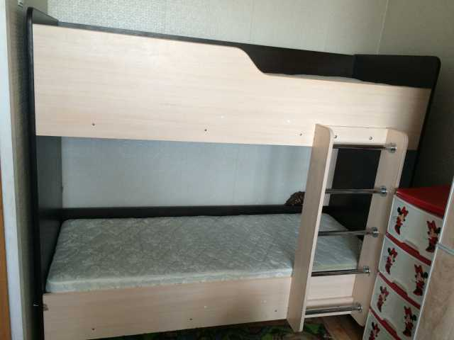 Продам Двухъярусная кровать с матрацами