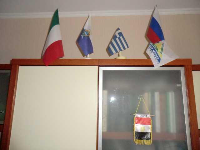 Продам Флаги настольные коллекционные