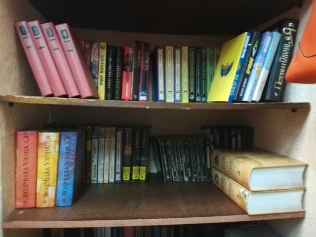 Продам: книги,CD?DVD диски,прноигрыватель винила