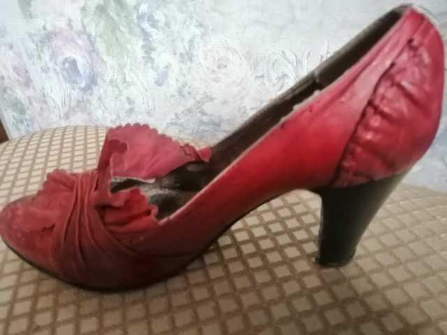 Продам Кожаные женские т-красные туфли Р.38