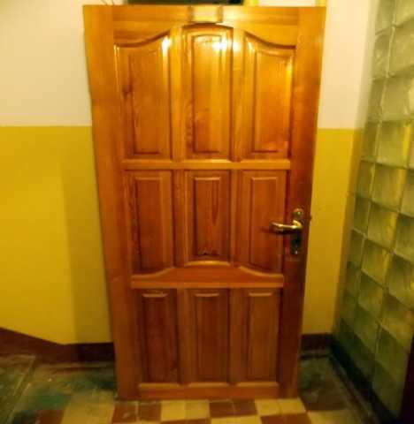 Продам Дверь деревянная бу