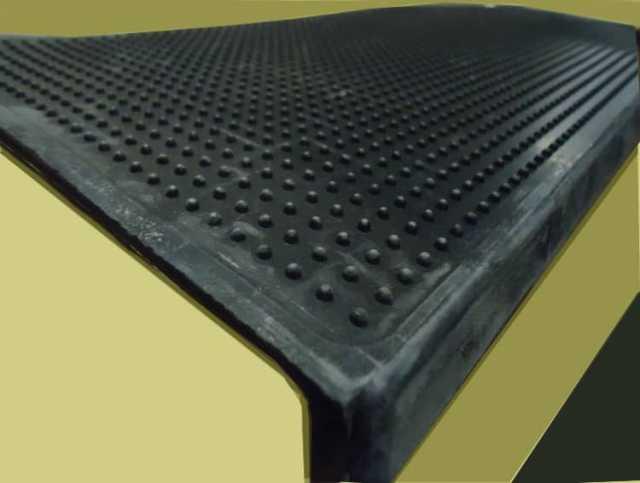 Продам: Резиновая накладка на ступени лестницы