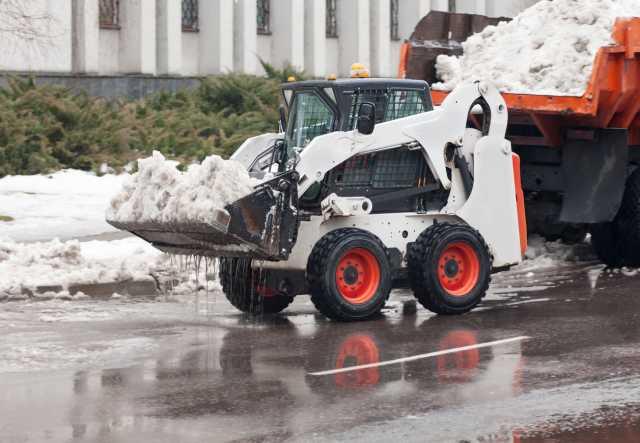 Предложение: Уборка снега льда с крыш техникой руками