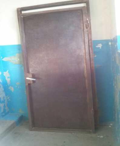 Продам дверь металлическая входная правосторонн