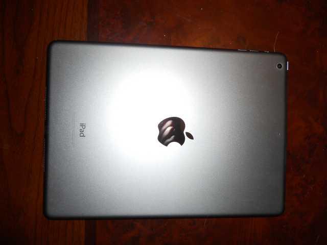 Продам Планшет iPad Air 12.4.2 Модель MD785RU/