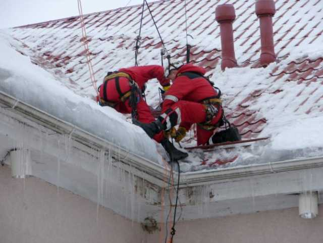 Предложение: Пром Альпинист сосульки наледь снег крыш