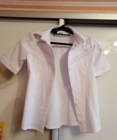 Продам: Новая классическая белая рубашка для дев