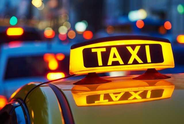 Требуется: Водитель такси