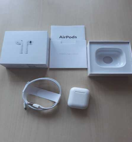 Продам Apple AirPods 1