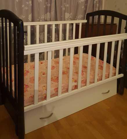 Продам детская кроватка с маятником